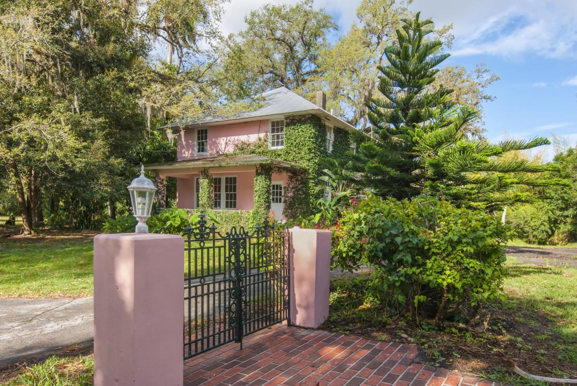 1210 Country Gardens Lane, Fort Pierce, FL 34982