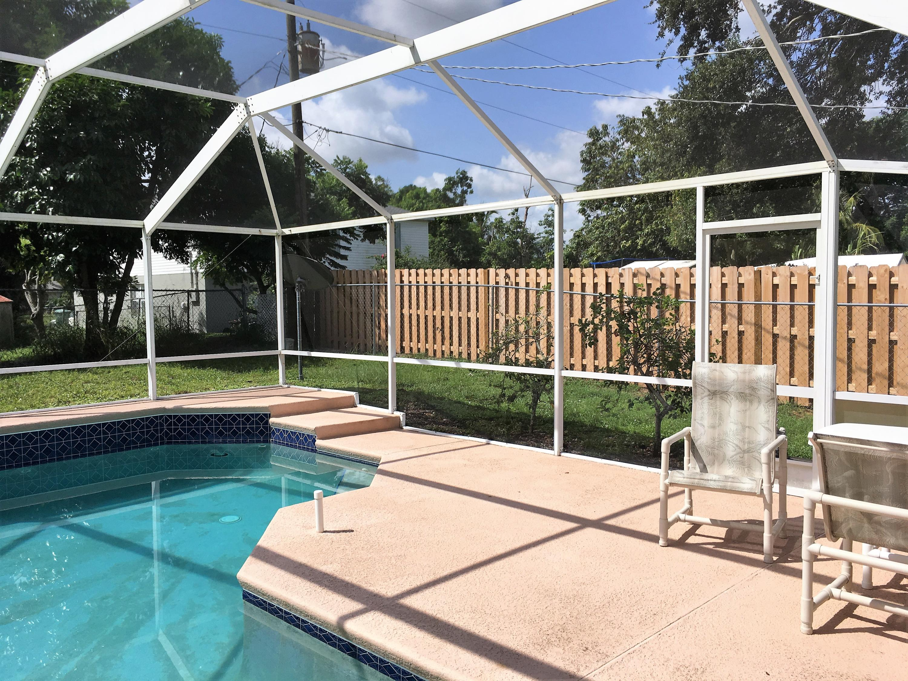 422 Se Starflower Avenue, Port Saint Lucie, FL 34953