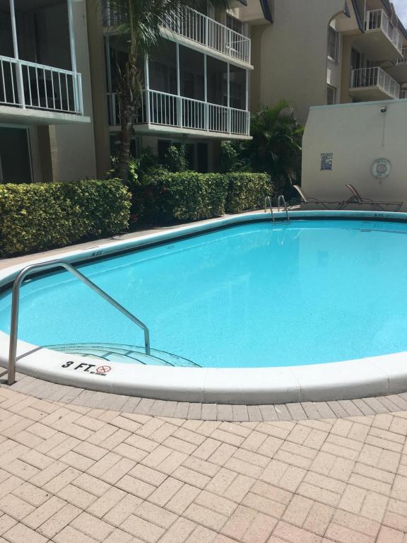 3575 S Ocean Boulevard, South Palm Beach, FL 33480