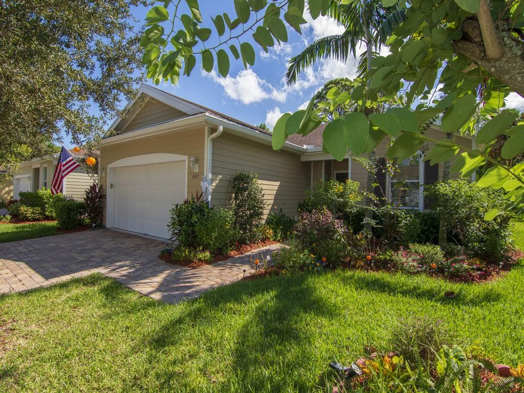 645 Ne Moss Rose Place, Port Saint Lucie, FL 34983