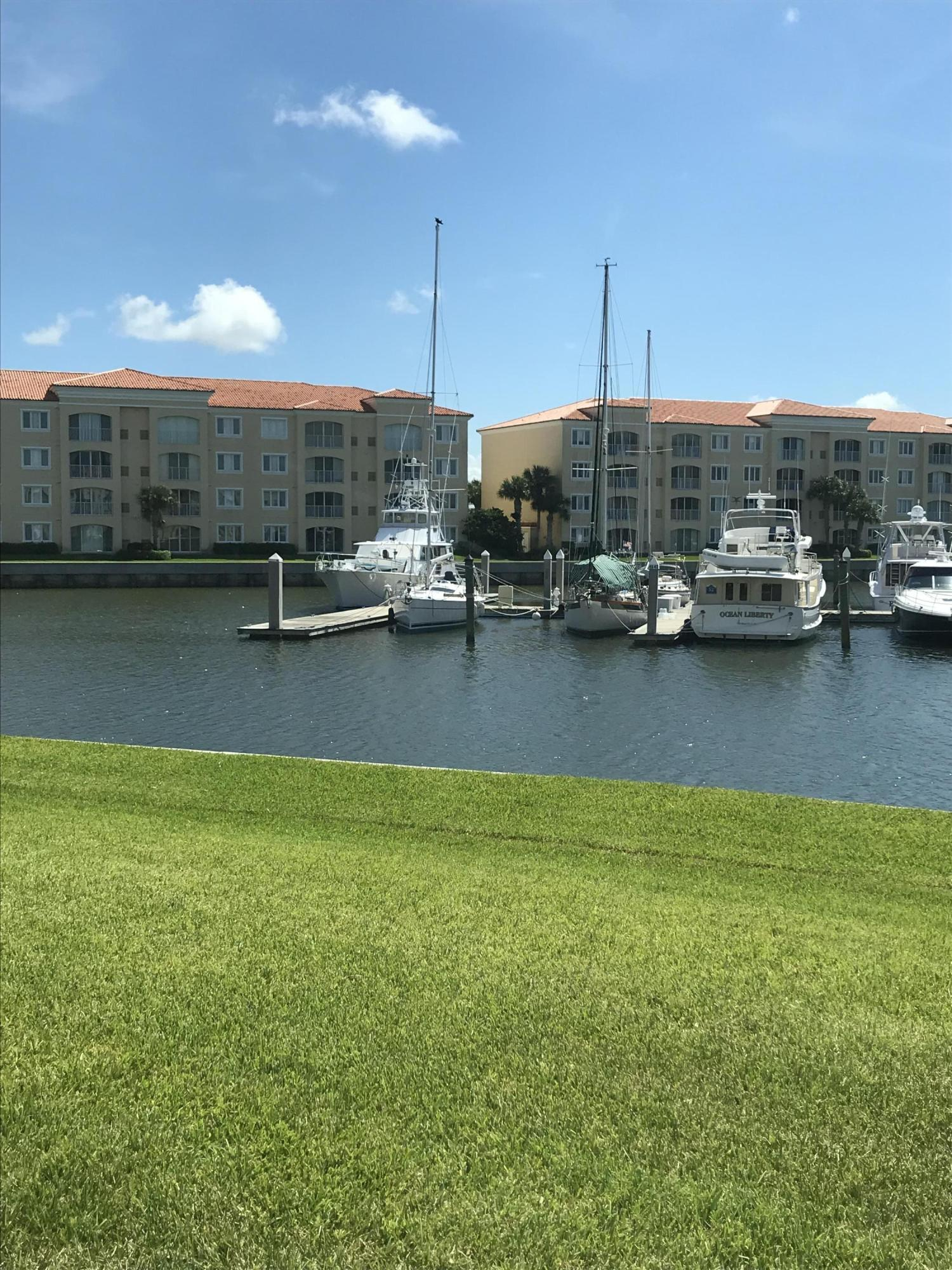 9 Harbour Isle Drive East, Unit E Drive, Fort Pierce, FL 34949