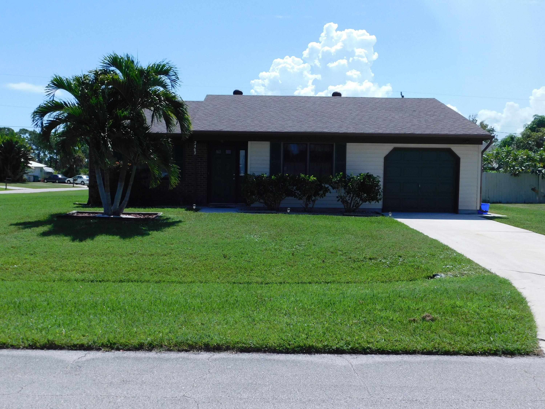 2462 Se Alfonso Avenue, Port Saint Lucie, FL 34952