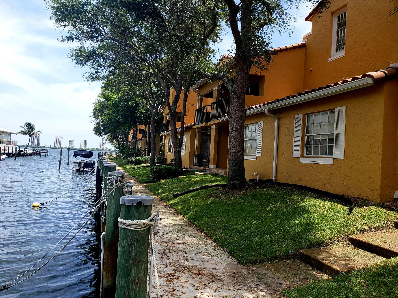 1125 Lakeshore Dr, Lake Park, FL 33403