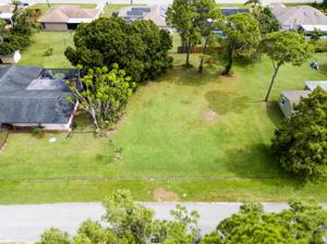 681 Ne Horizon Lane, Port Saint Lucie, FL 34983