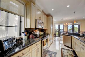 1020 Via Villagio, Hypoluxo, FL 33462