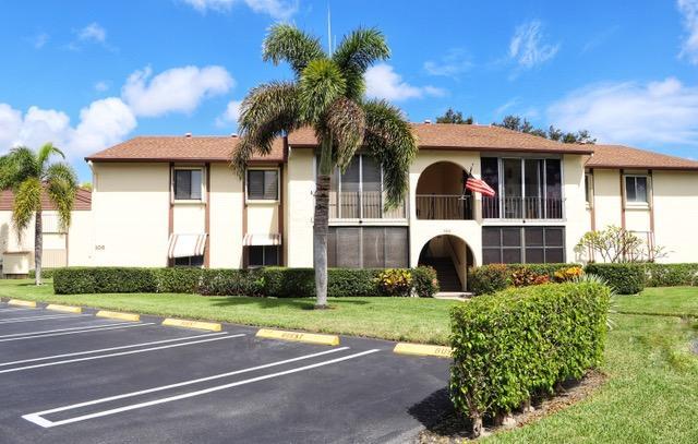 306 Knotty Pine Circle, Greenacres, FL 33463