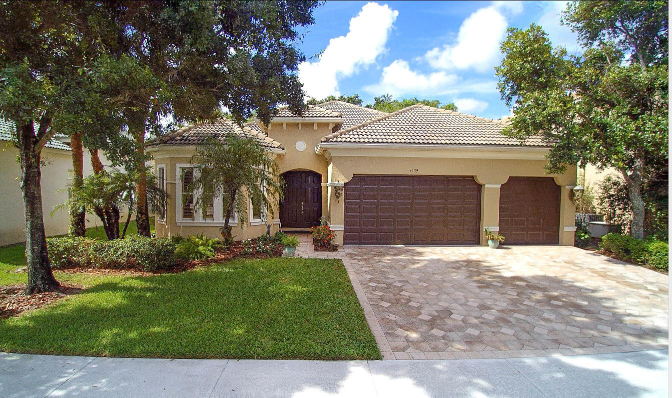 1339 Beacon Circle, Wellington, FL 33414