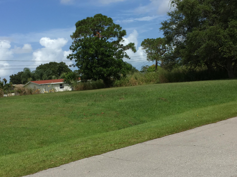 737 Se Fallon Drive, Port Saint Lucie, FL 34983