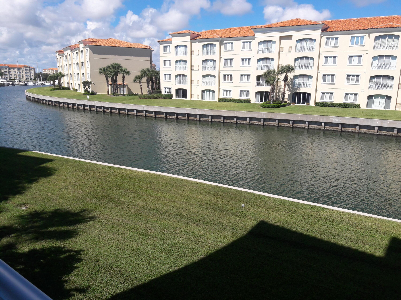 19 Harbour Isle W Drive, Fort Pierce, FL 34949