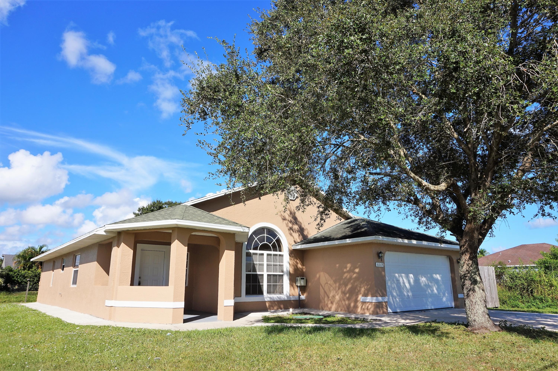 1017 Se Bywood Avenue, Port Saint Lucie, FL 34983