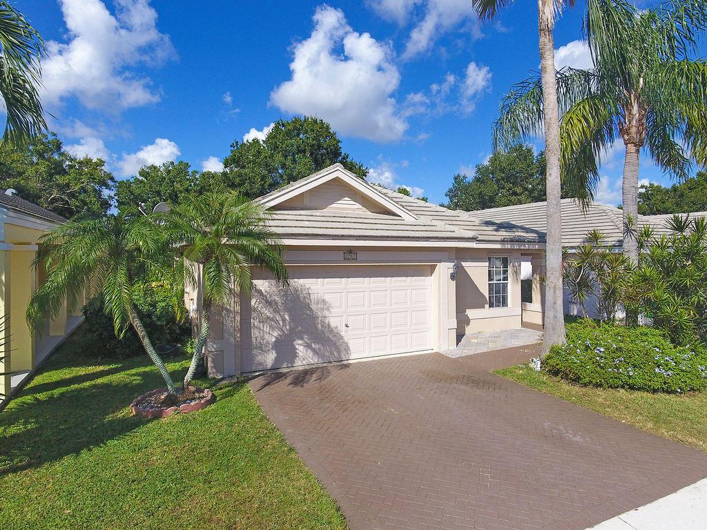 2701 Lake Park W Circle, Davie, FL 33328