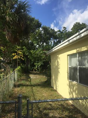 1013 Mayflower Road, Fort Pierce, FL 34950