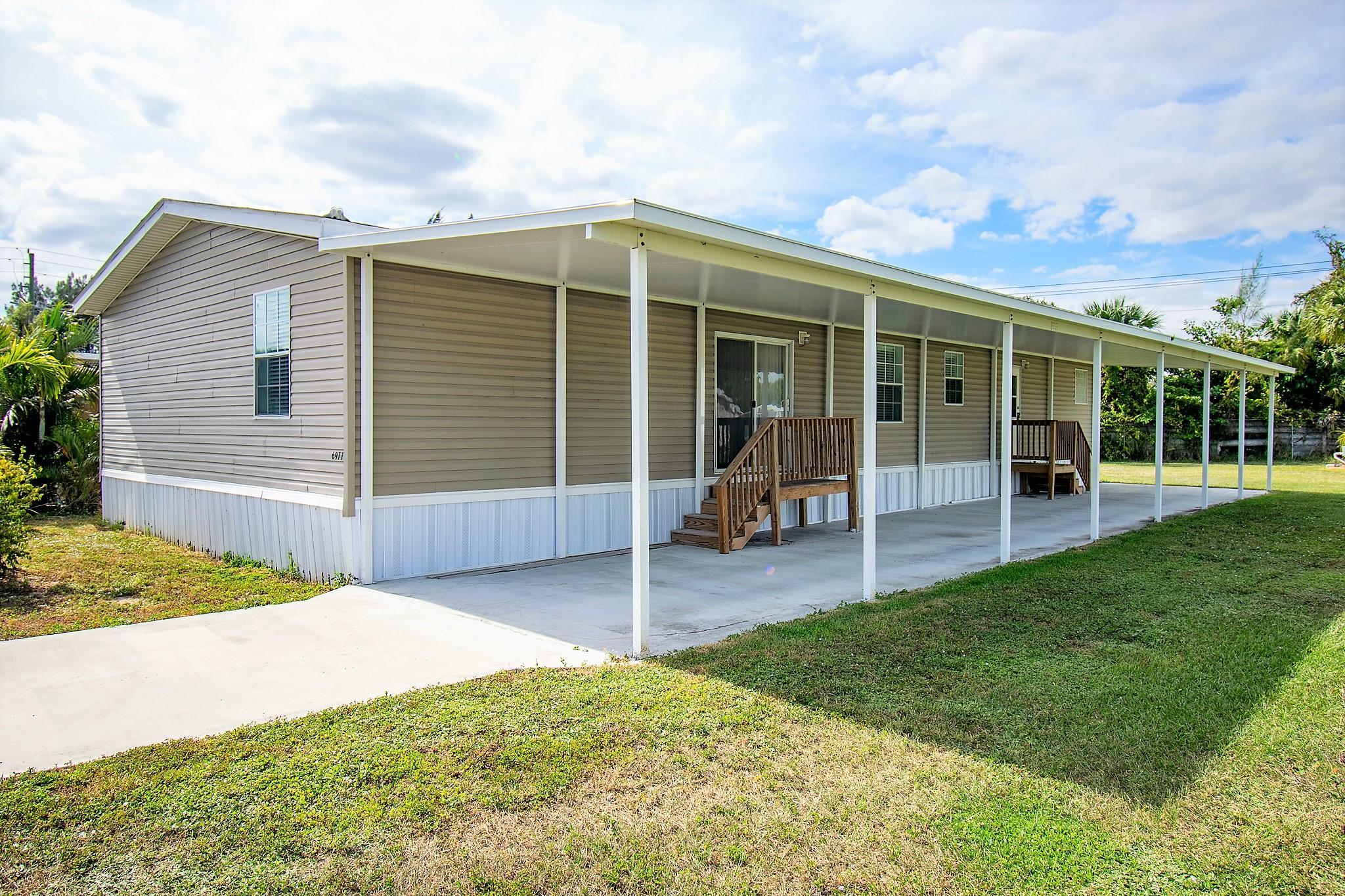 6977 43rd N Trail, Riviera Beach, FL 33404