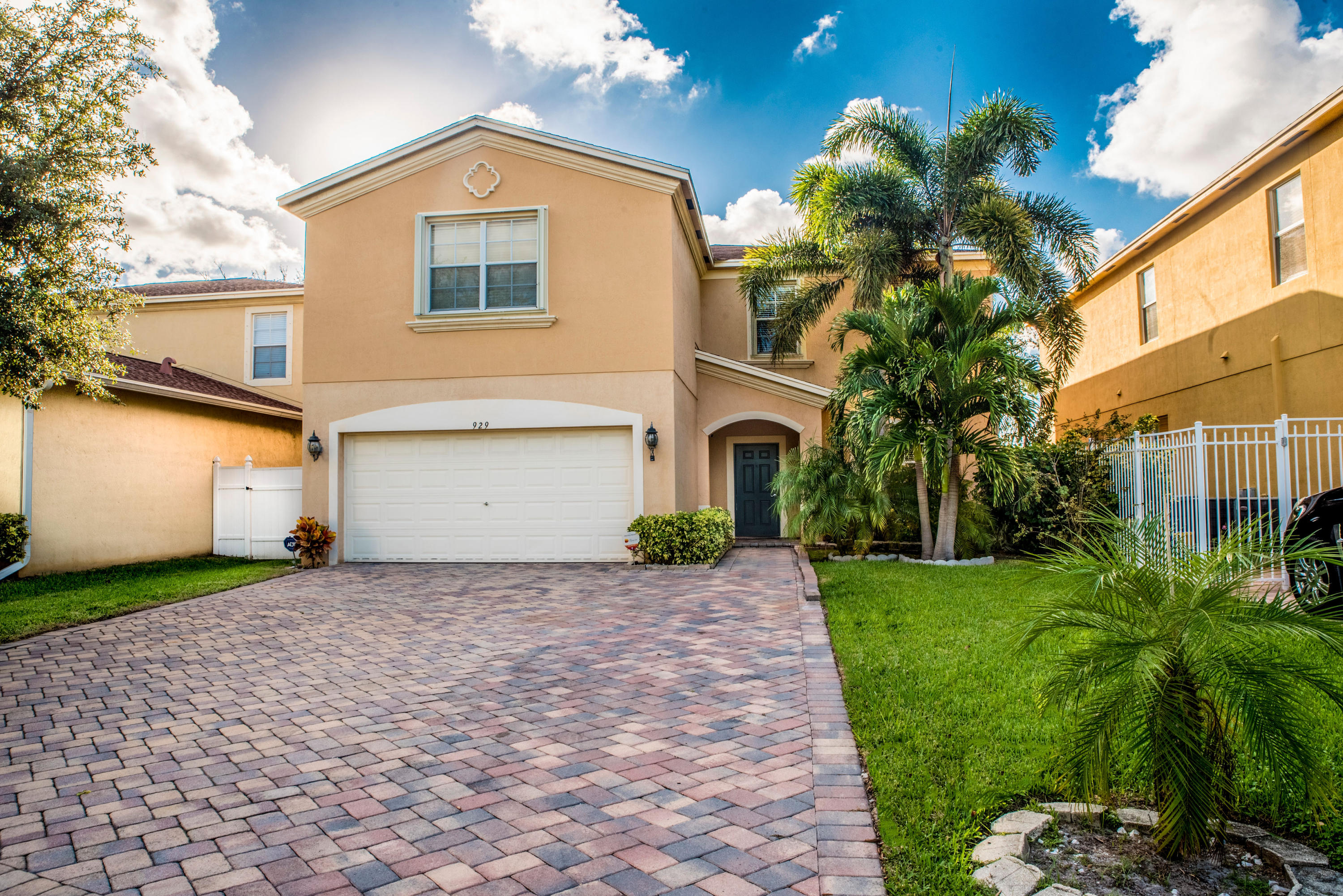 929 Fieldstone Way, West Palm Beach, FL 33413
