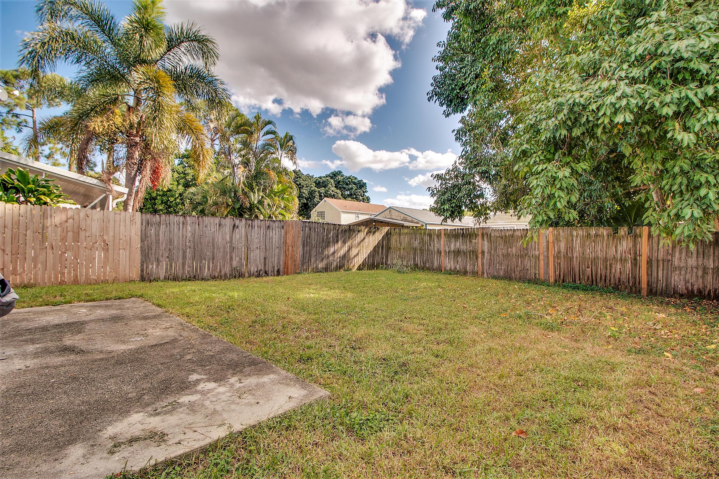 5812 Thisledown Court, West Palm Beach, FL 33415