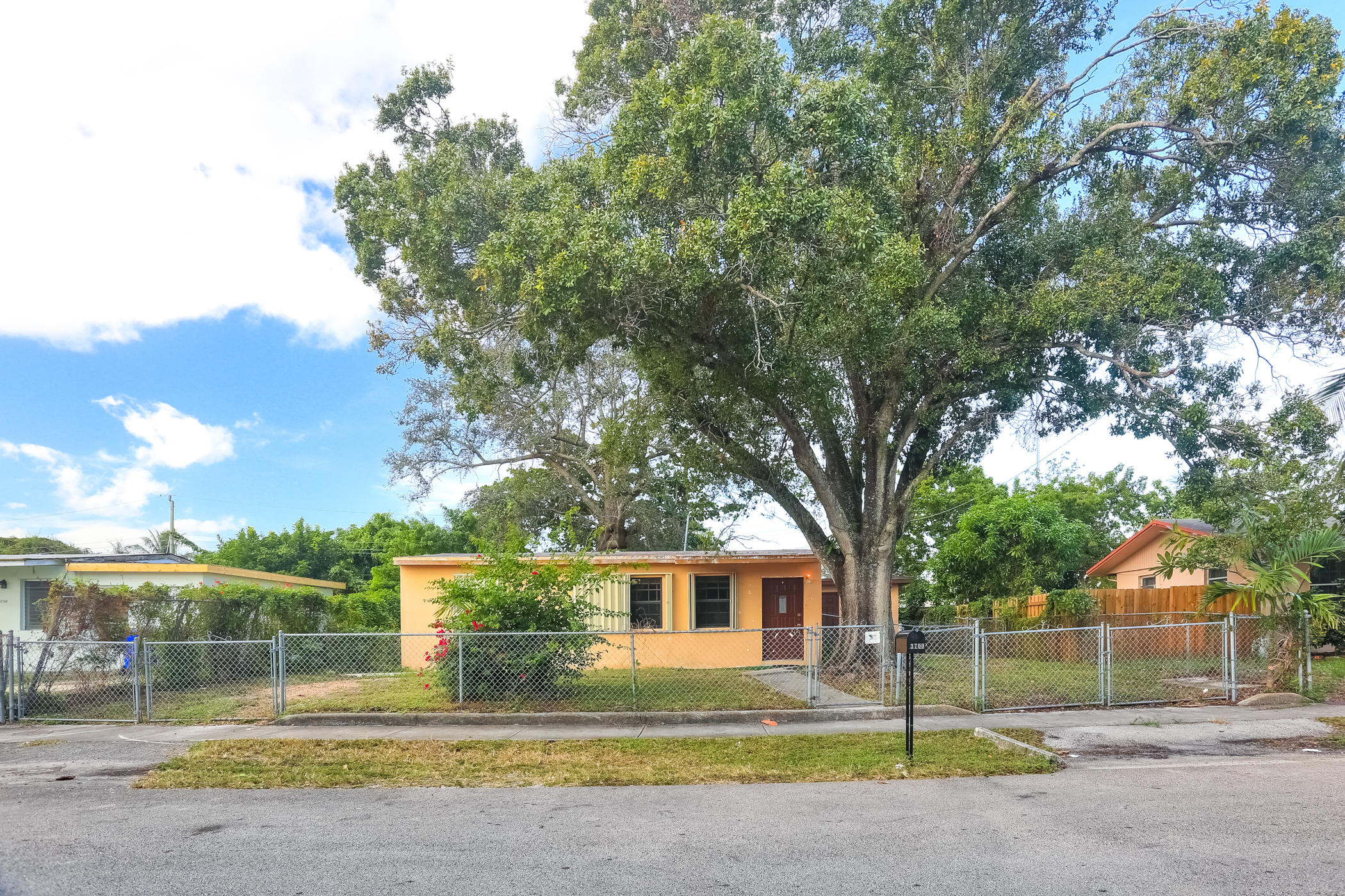 3700 Sw 45th Terrace, West Park, FL 33023