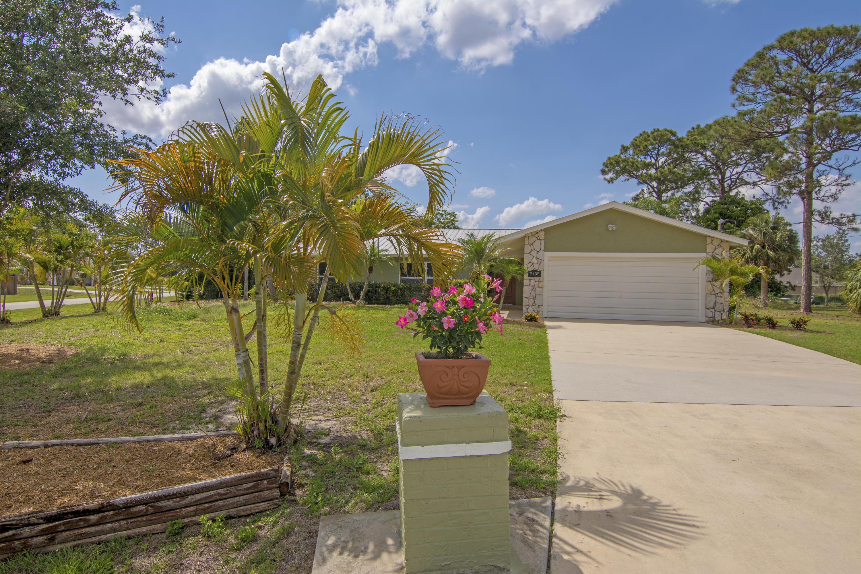 2432 Sw Loquat Road, Port Saint Lucie, FL 34953