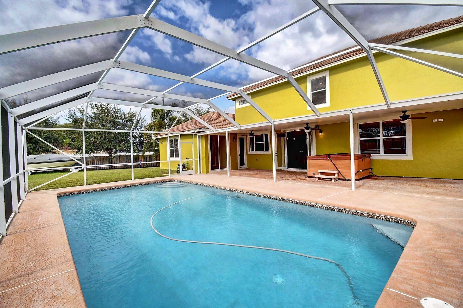 543 Se Nome Drive, Port Saint Lucie, FL 34984