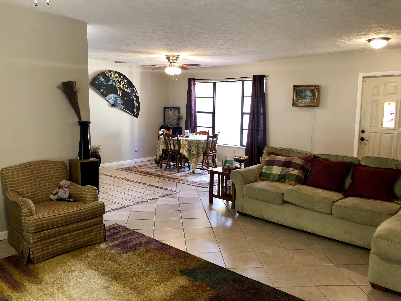 1093 Se Sandia Drive, Port Saint Lucie, FL 34983