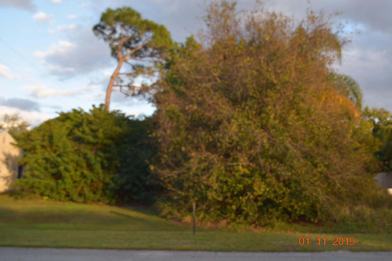 1925 Se Sandia Drive, Port Saint Lucie, FL 34983