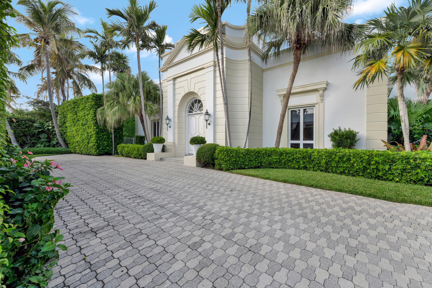 4 Via Los Incas, Palm Beach, FL 33480