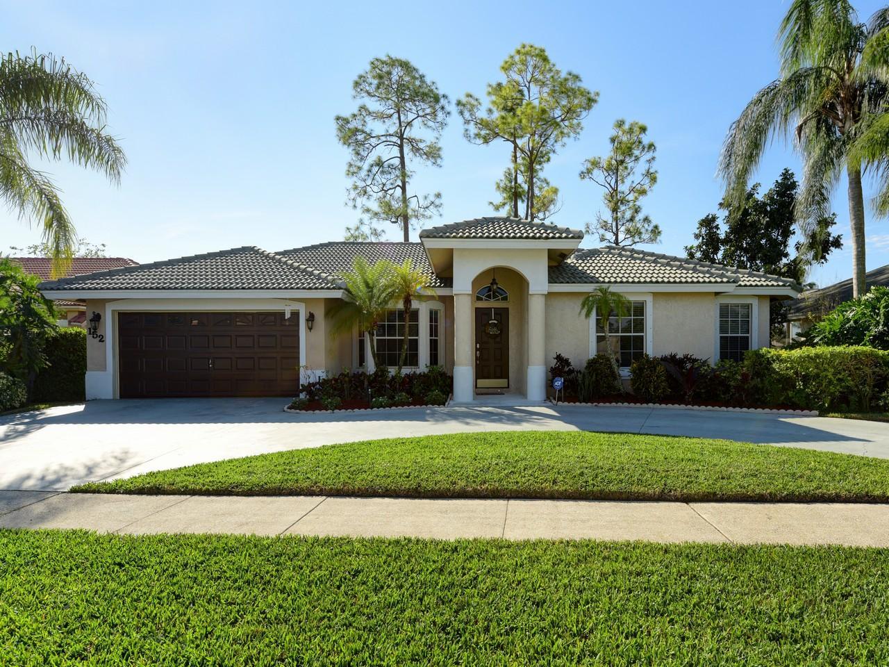152 Monterey Way, Royal Palm Beach, FL 33411