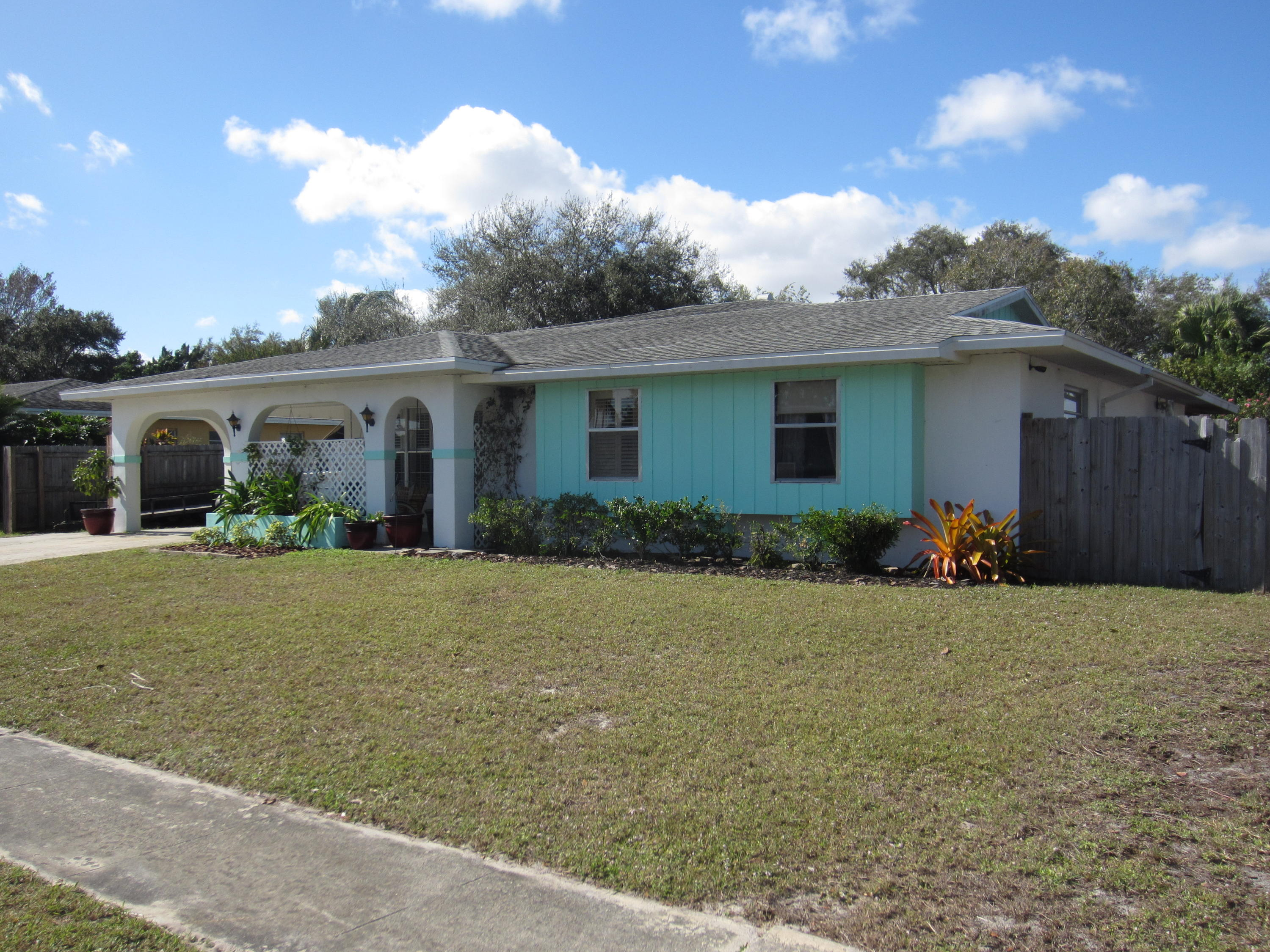282 Ne Summer Road, Port Saint Lucie, FL 34983
