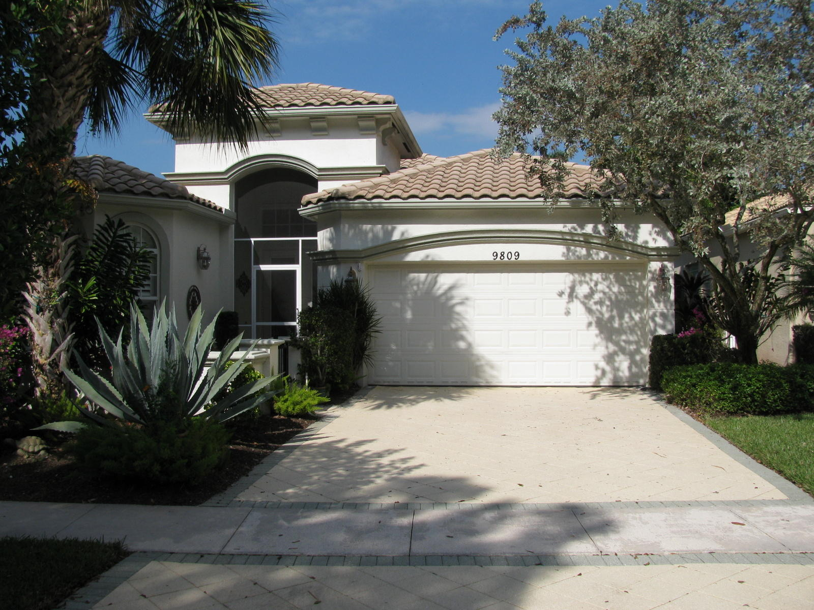 9809 Via Grande W, Wellington, FL 33411