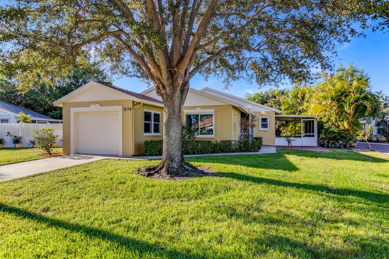 1274 Slash Pine Circle, West Palm Beach, FL 33409