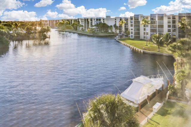 22 Royal Palm Way, Boca Raton, FL 33432