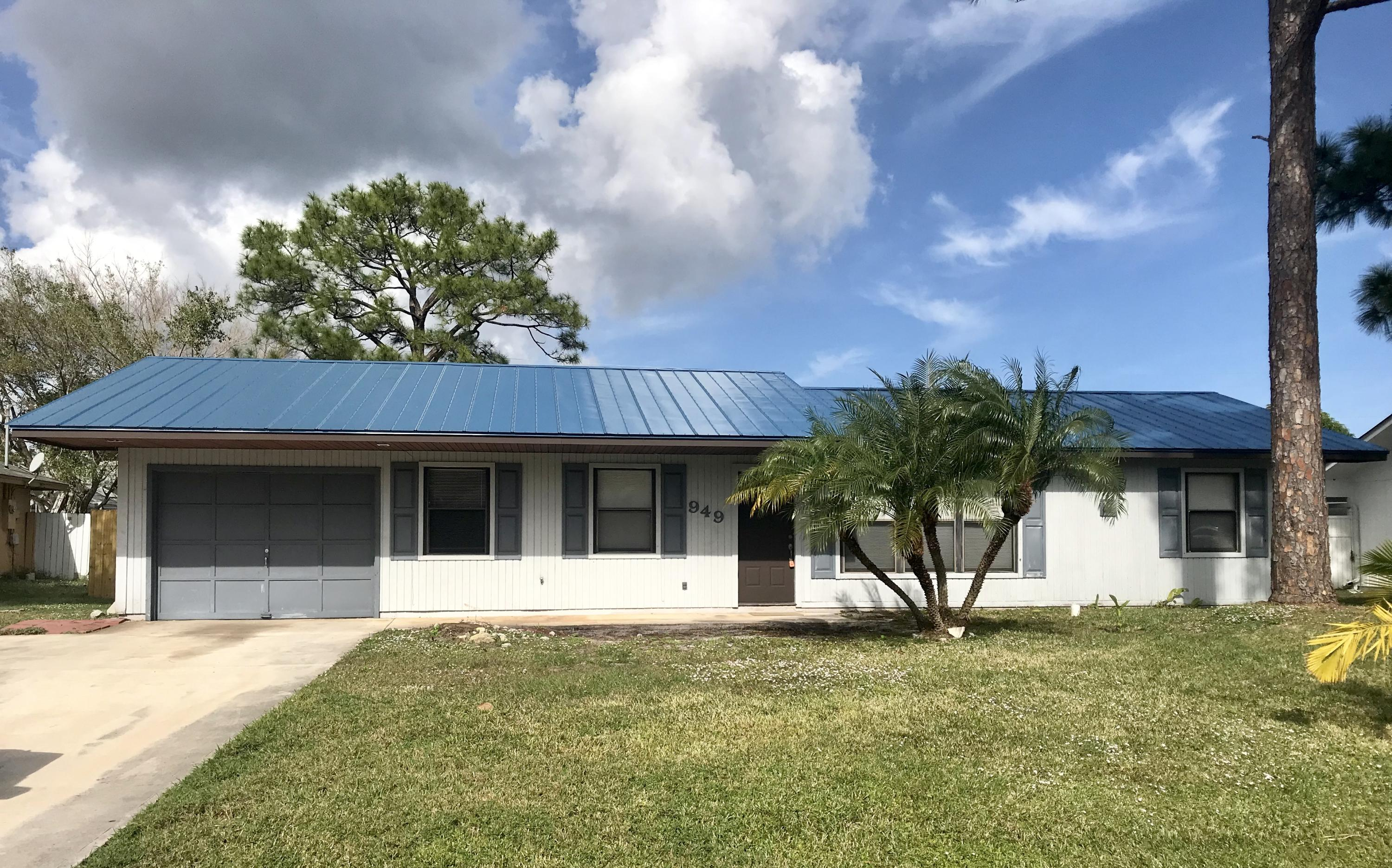 949 Se Breakwater Avenue, Port Saint Lucie, FL 34953