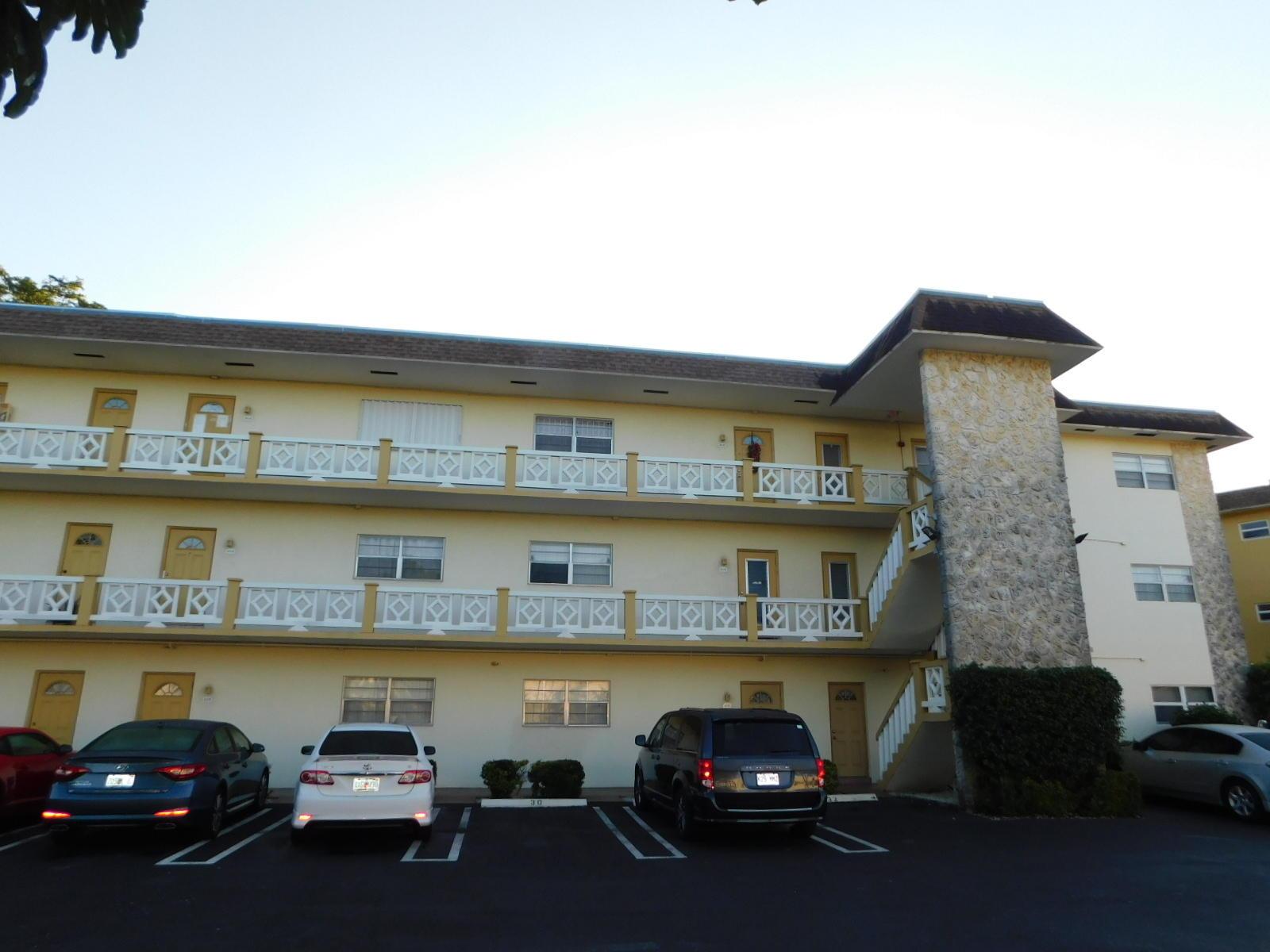 5151 W Oakland Park Boulevard, Lauderdale Lakes, FL 33313