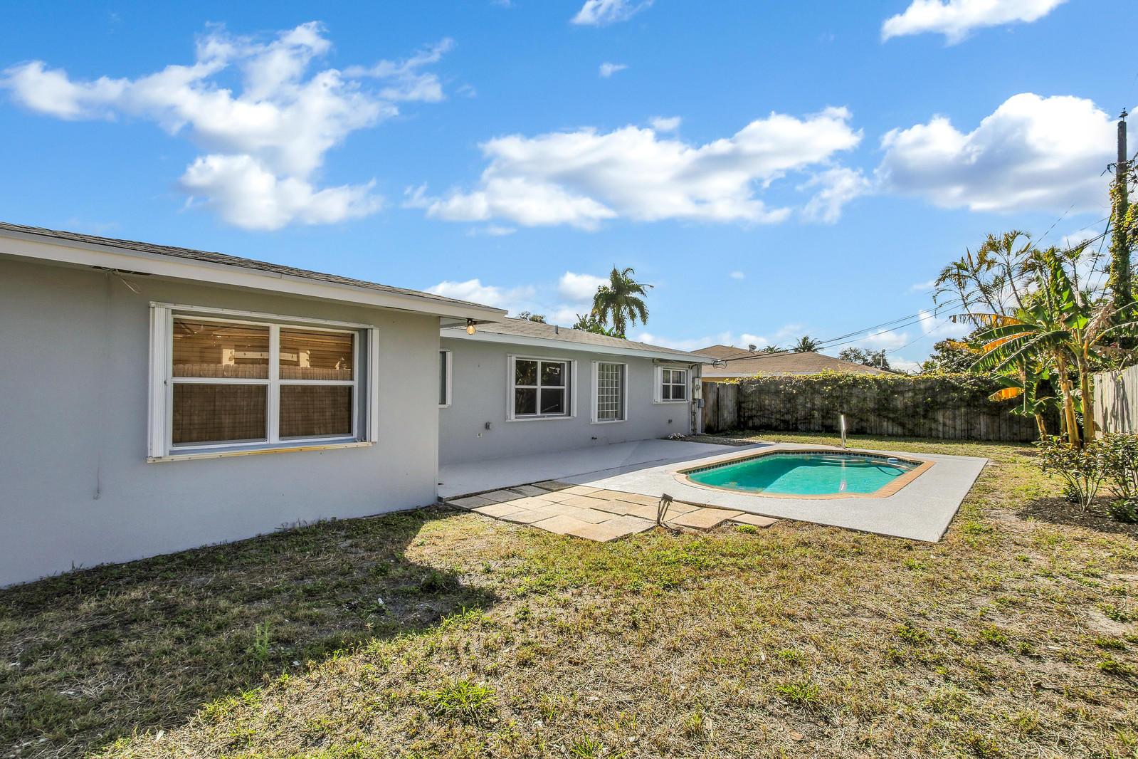 2717 Cambridge Road, Lake Worth, FL 33462