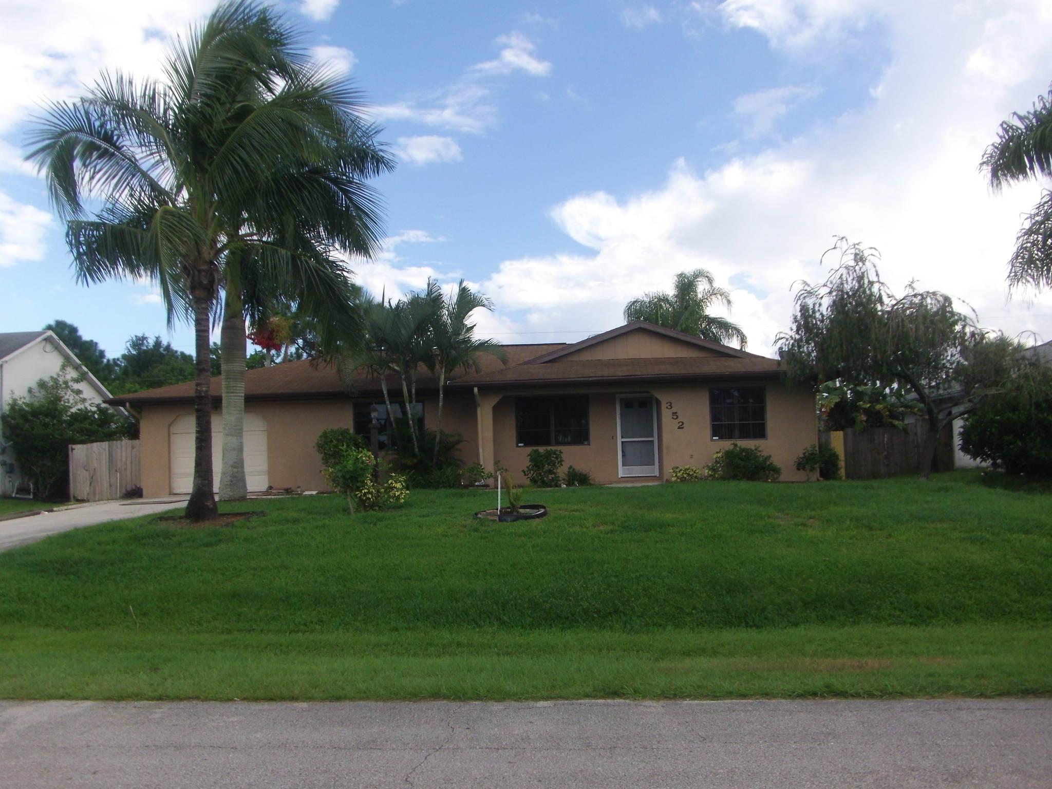 352 Sw Molloy Street, Port Saint Lucie, FL 34984