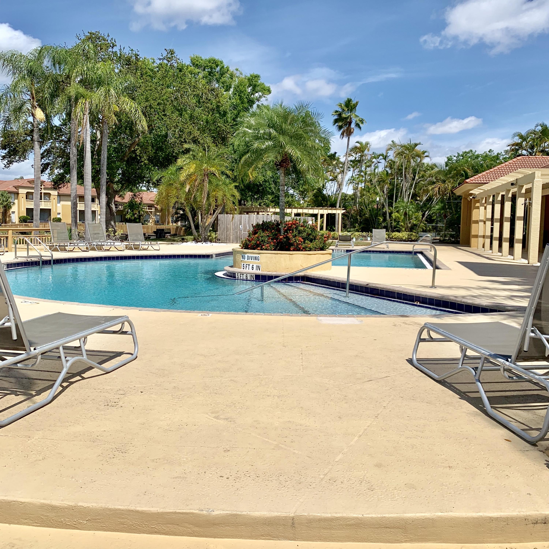 4751 Via Palm Lakes, West Palm Beach, FL 33417