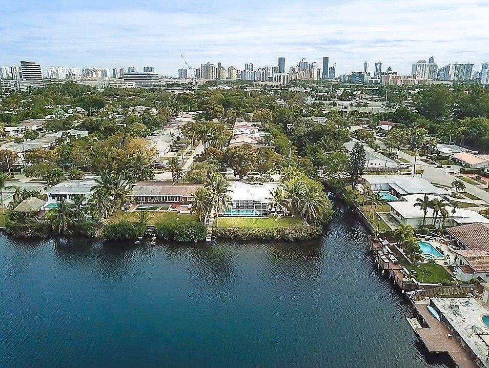 19240 Ne 23rd Avenue, Miami, FL 33180