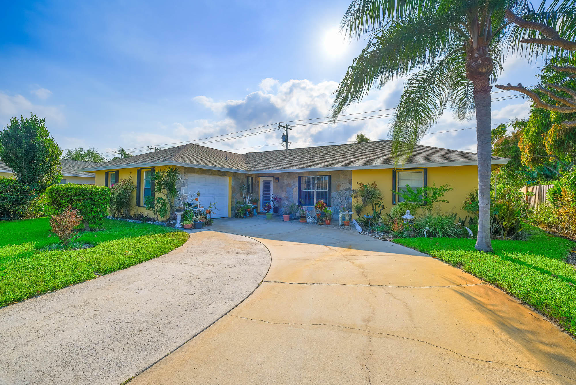 827 La Costa Way, Lantana, FL 33462