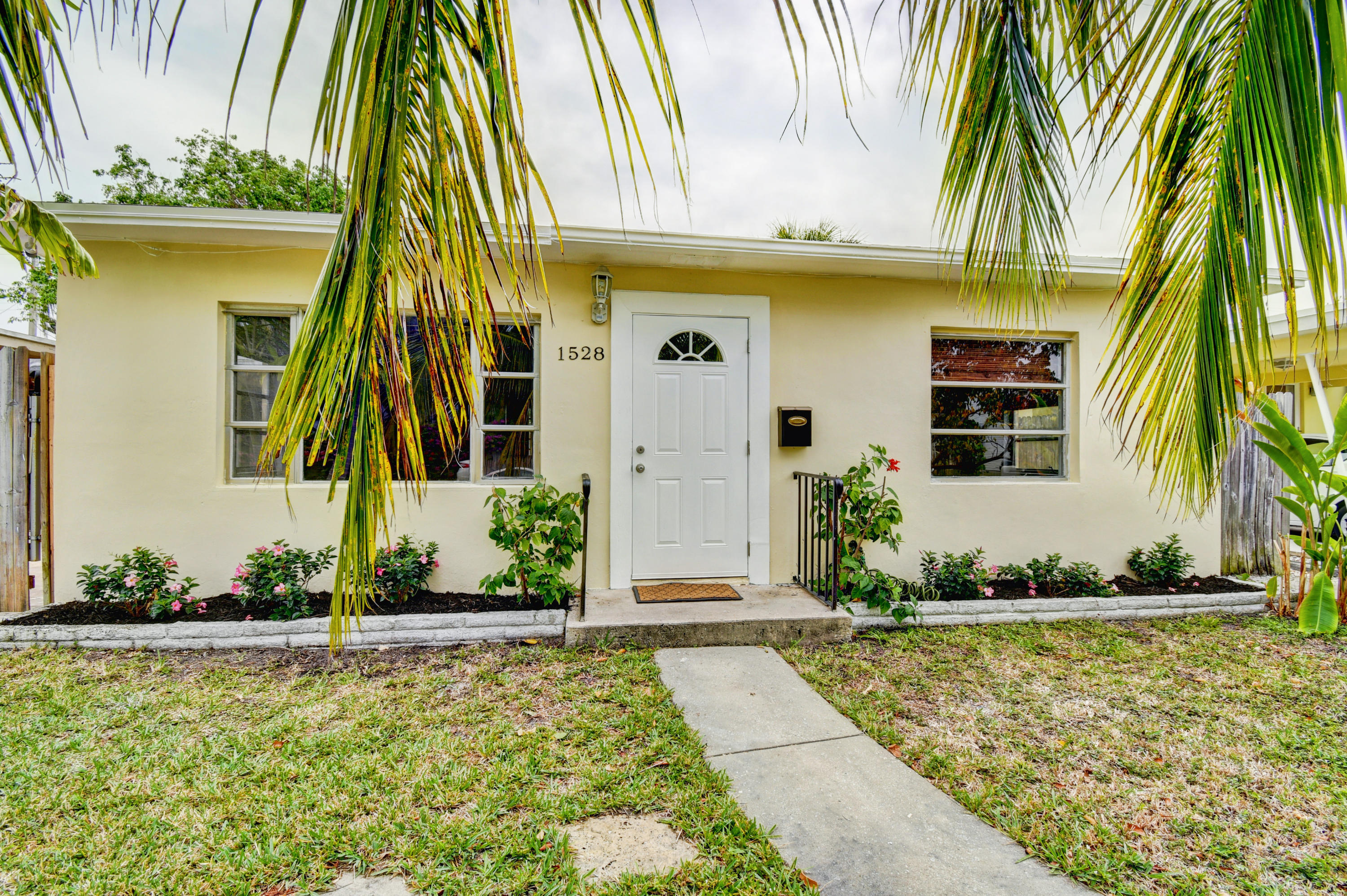 1528 N O Street, Lake Worth, FL 33460