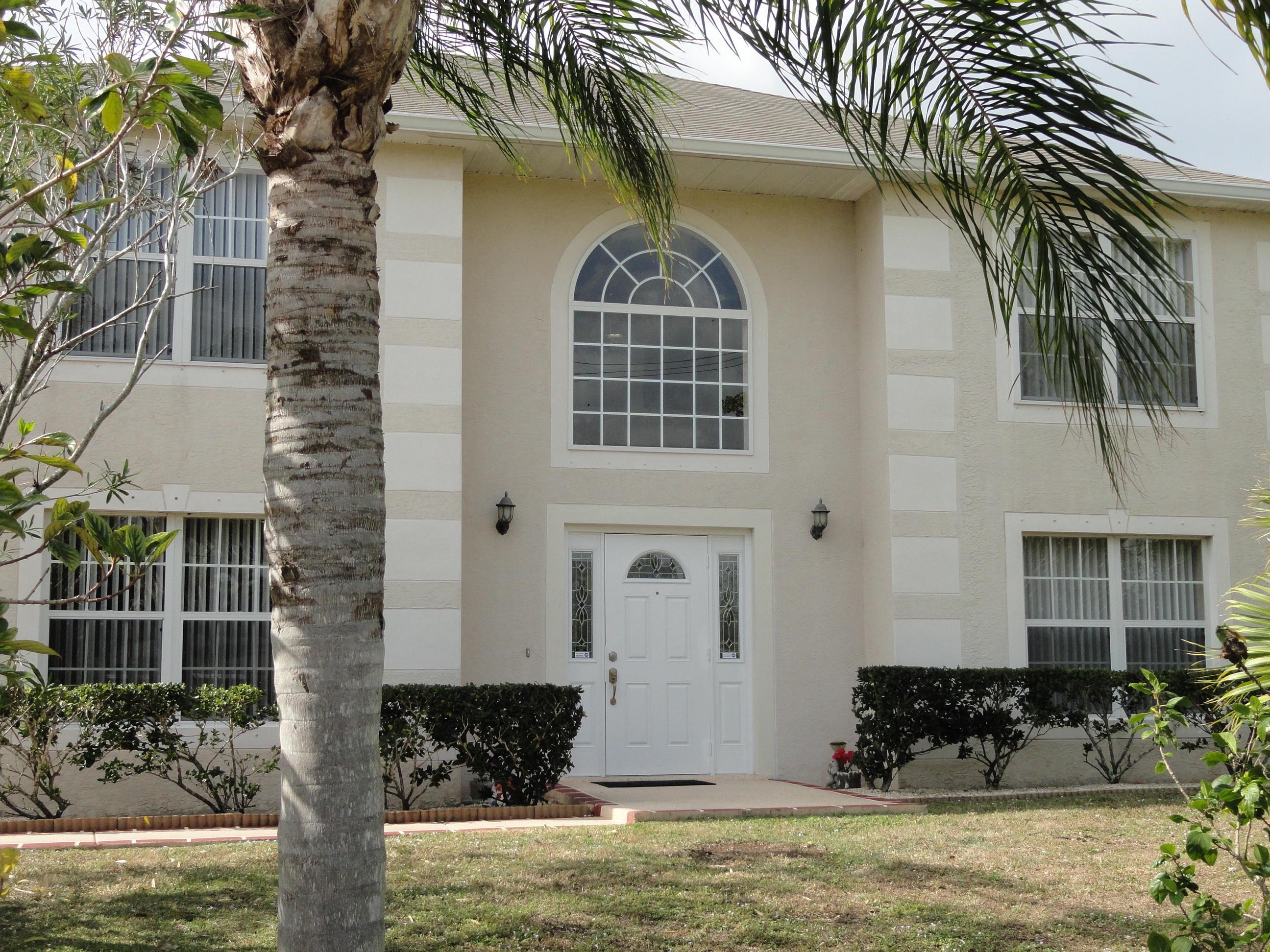 1142 Se Floresta Drive, Port Saint Lucie, FL 34983