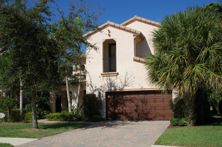 812 Lincoln Court, Palm Beach Gardens, FL 33410