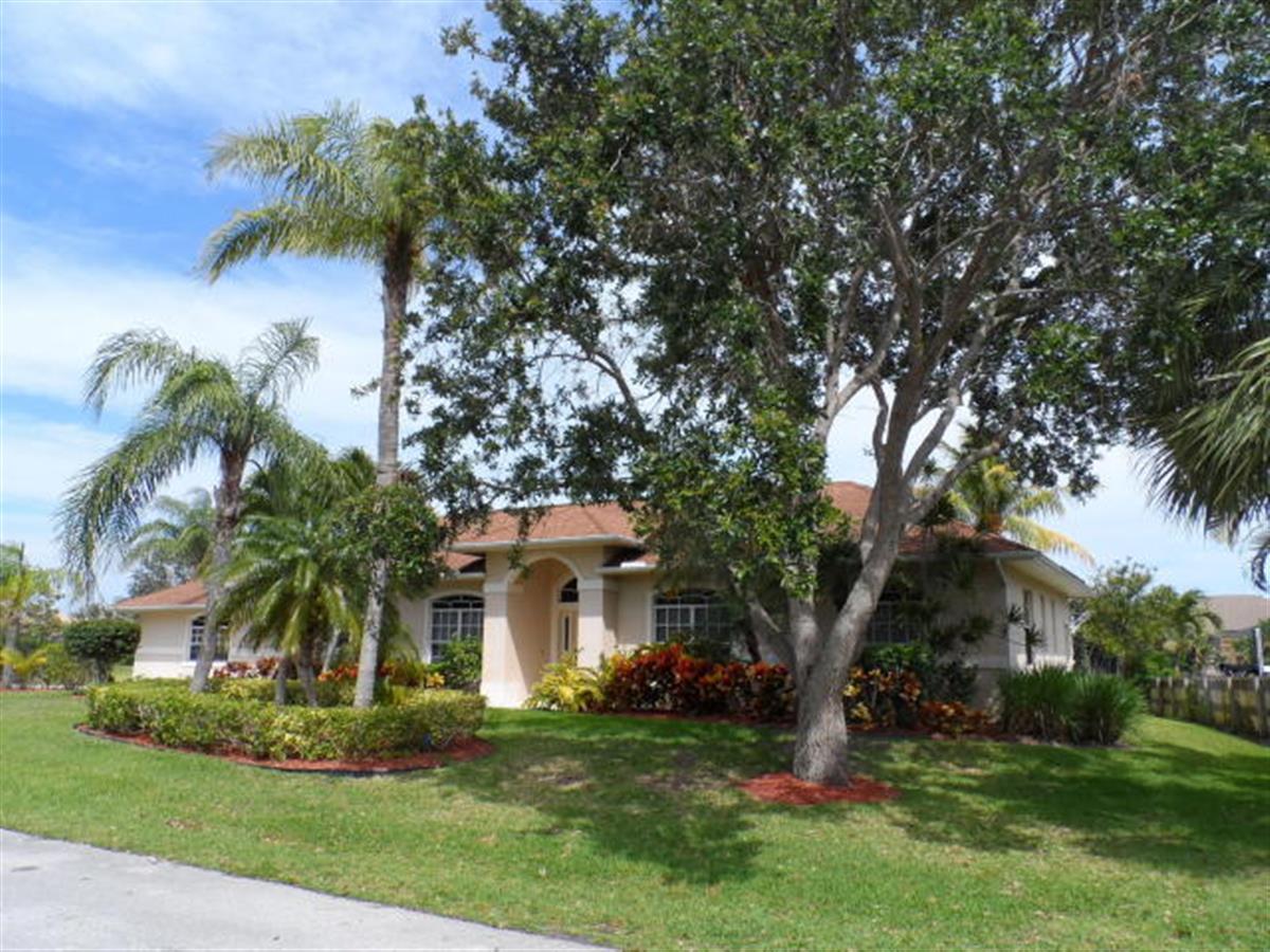 122 Queen Eugenia Court, Hutchinson Island, FL 34949