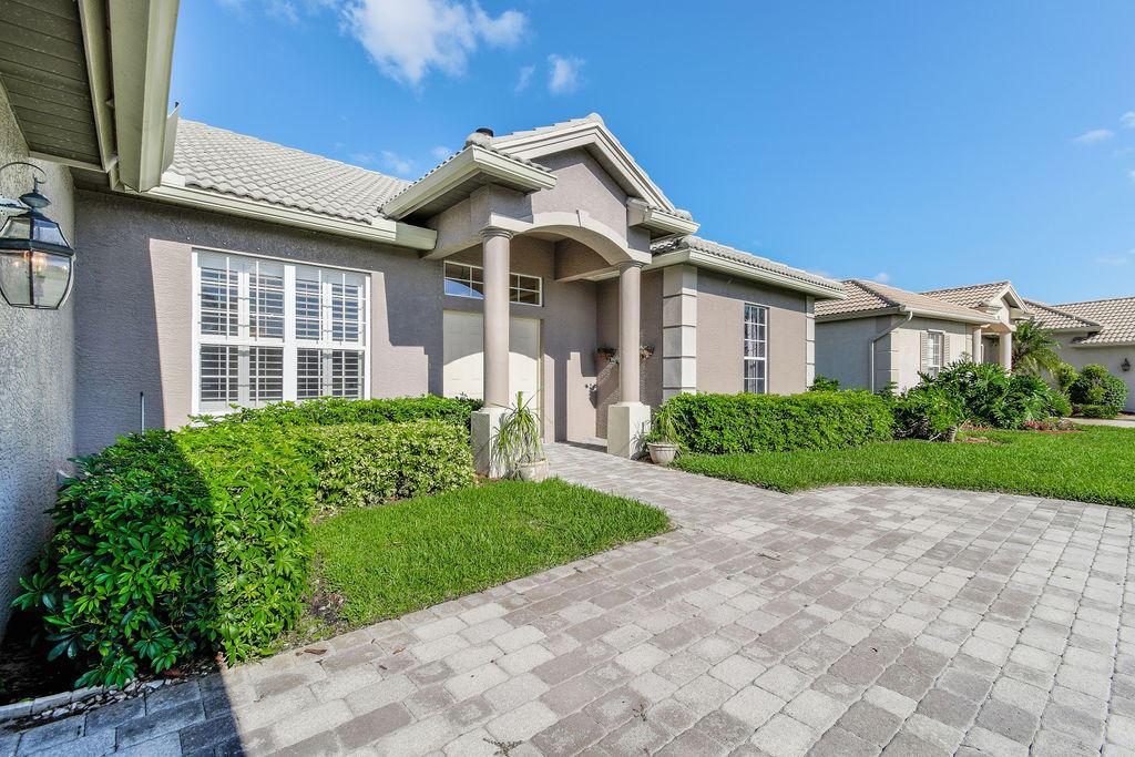 426 Nw Canterbury Court, Port Saint Lucie, FL 34983