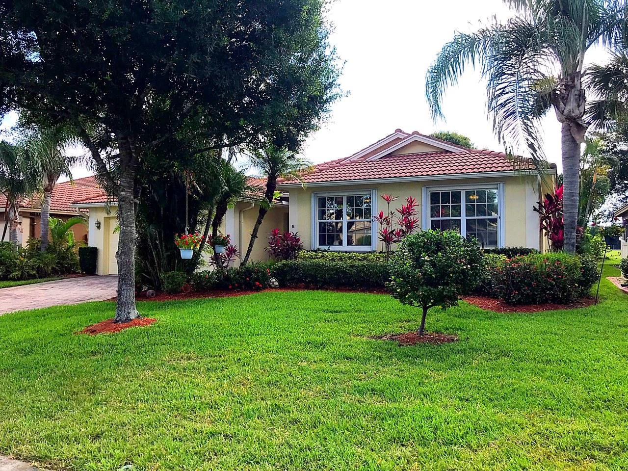596 Nw Waverly Ne Circle, Port Saint Lucie, FL 34983