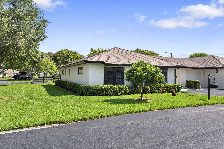 4820 Equestrian Circle, Boynton Beach, FL 33436