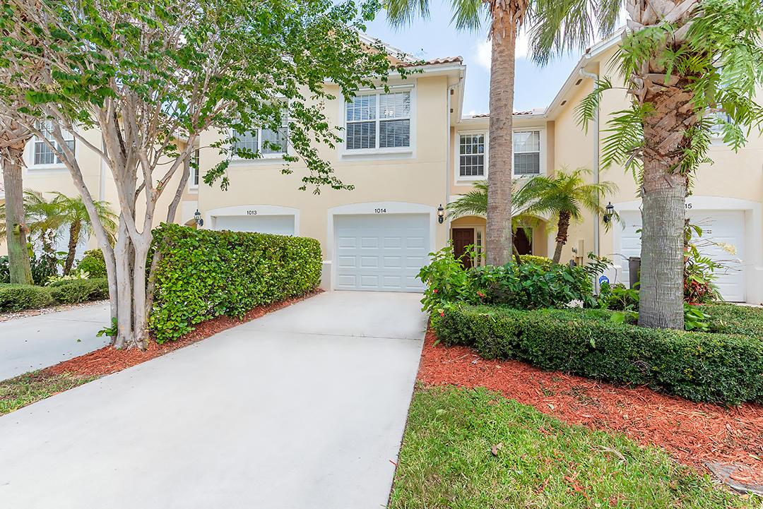 1014 Pinewood Lake Court, Greenacres, FL 33415