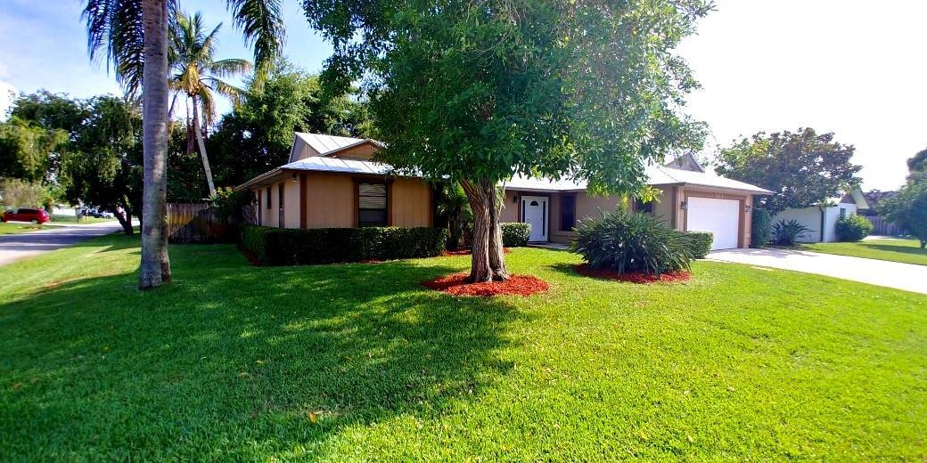 2424 Sw 13th Place, Palm City, FL 34990