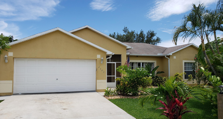2722 Se Ross Court, Port Saint Lucie, FL 34952