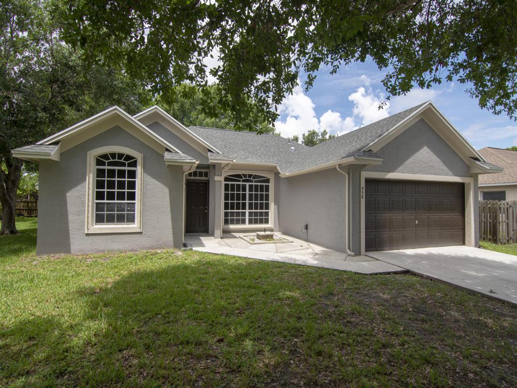958 Se Proctor Lane, Port Saint Lucie, FL 34983