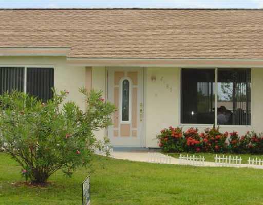 2185 Se Sunflower Street, Port Saint Lucie, FL 34952