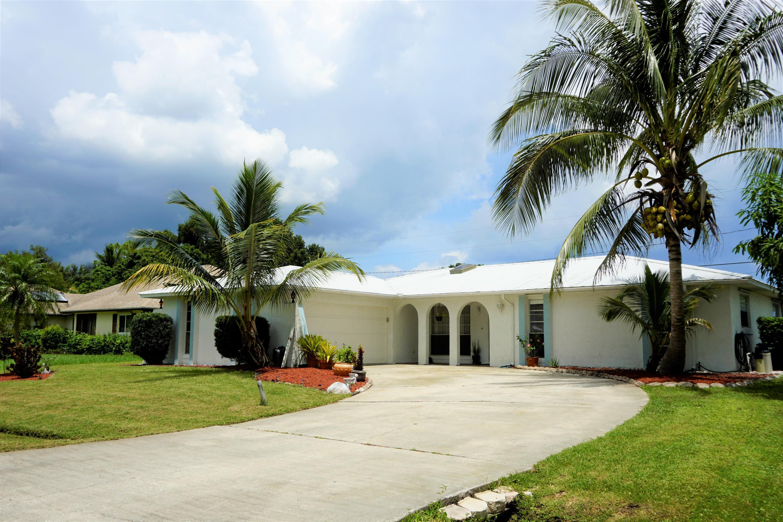 421 Se Skipper Lane, Port Saint Lucie, FL 34983